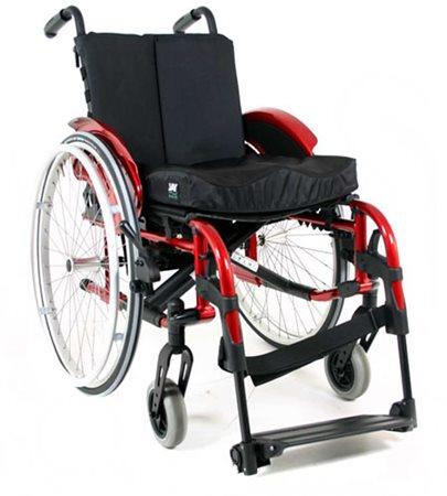 odľahčený skládací invalidný vozík HeliX